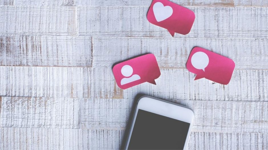 The use of social networks and dating applications during the lockdown.